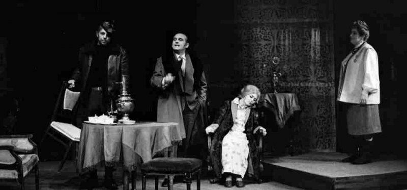 Rok 1971 - 50. výročí KSČ, zapojuje se i divadlo
