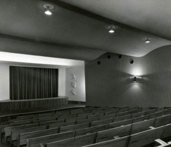 4. Malá scéna, původně loutkové divadlo spůvodními dětskými dvojsedadly