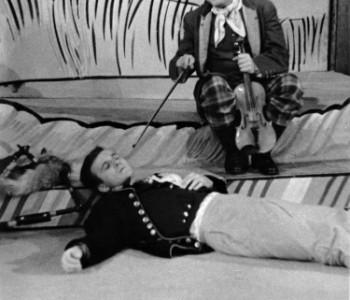 Radoslav Brzobohatý (Švanda) a Kamil Olšovský (Kalafuna) v představení Strakonický dudák aneb Hody divých žen, premiéra 17. 10. 1961