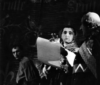 Václav Král (Pan de la Trémouille), Josef Vondráček (Dauphin) a Jiří Škoda (Arcibiskup remešský) v představení Svatá Jana, premiéra 4. 10. 1960
