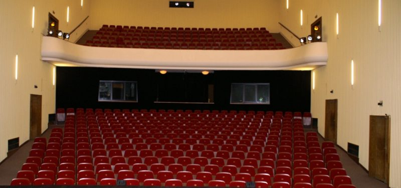 Na čem budou diváci sedět?