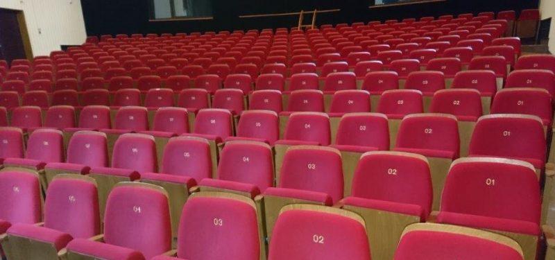 Divadlo prodává sedadla